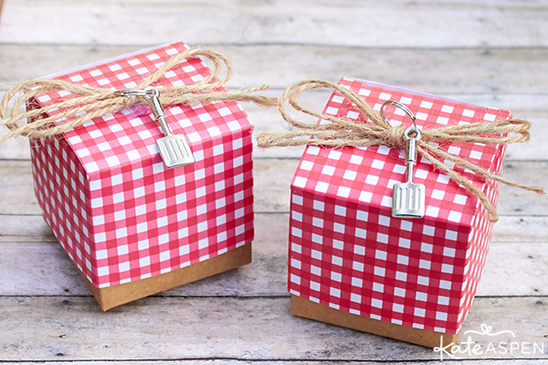 Red and white gingham favor boxes