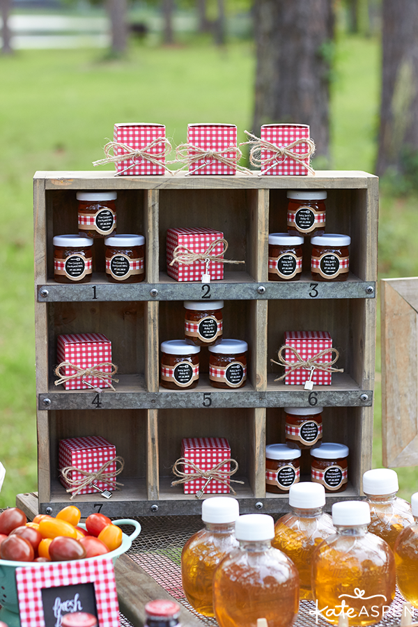 Cute barbecue favor display