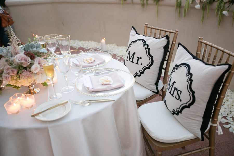 Mr & Mrs Pillows | An Elegant Country Club Wedding | Kate Aspen