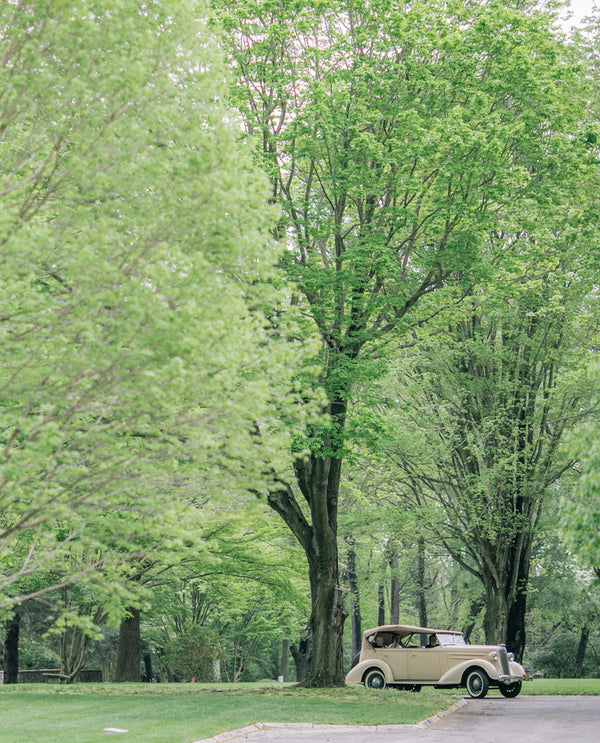 Vintage Car | A Spring Wedding in Delaware | Kate Aspen