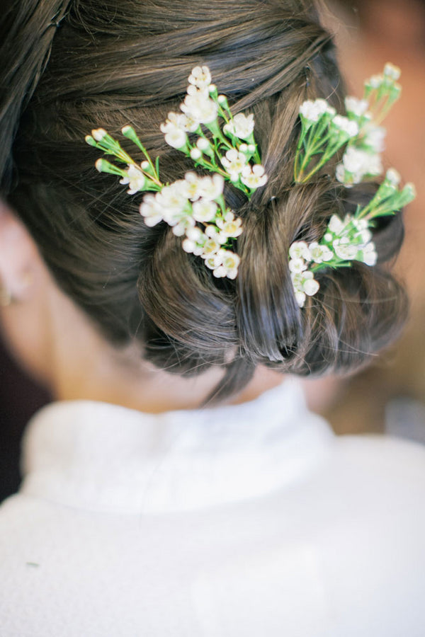 Floral Hair For The Bride | A Spring Wedding in Delaware | Kate Aspen