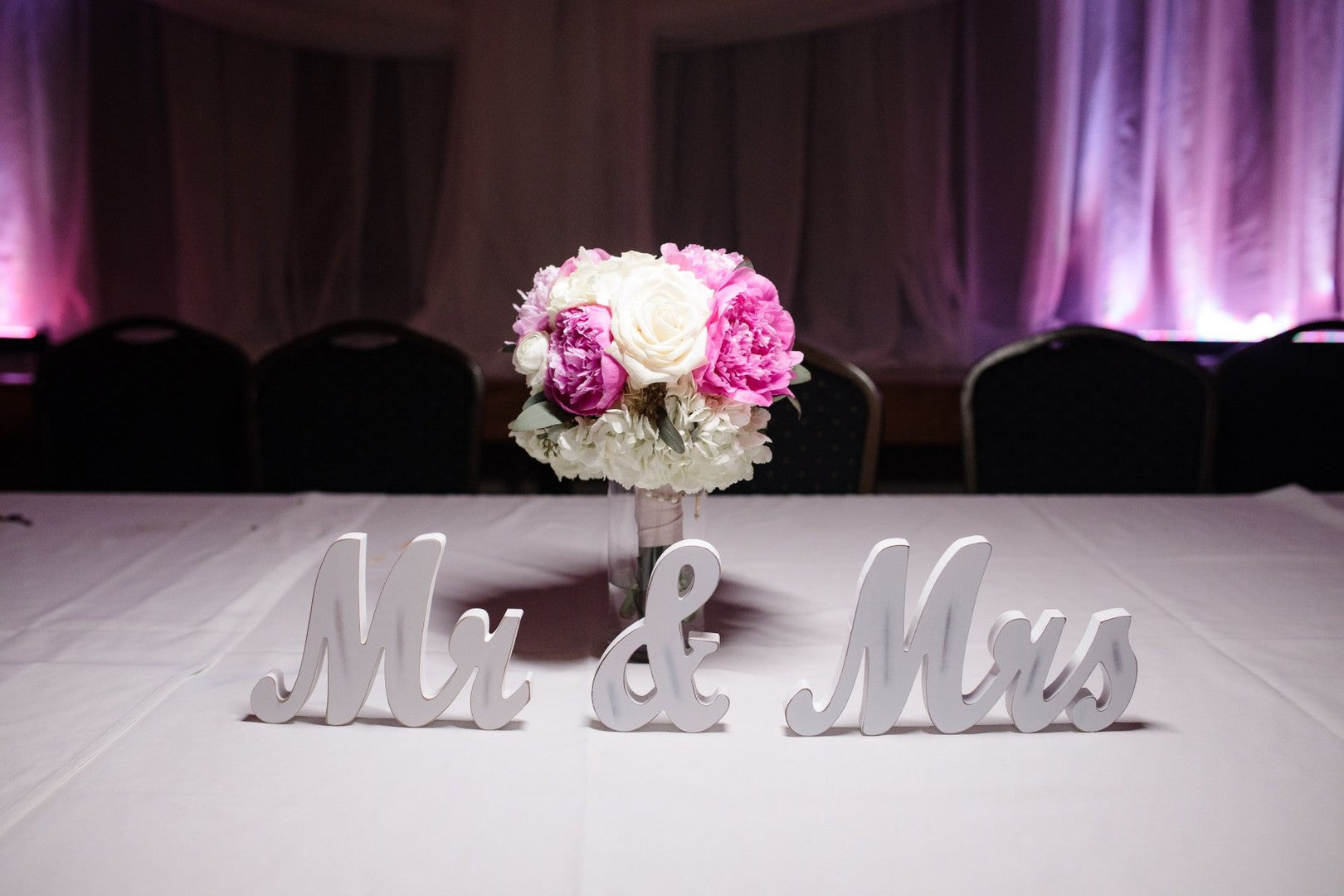 Mr and Mrs Sign | A Gorgeous Grand Wedding in Ohio | Kate Aspen