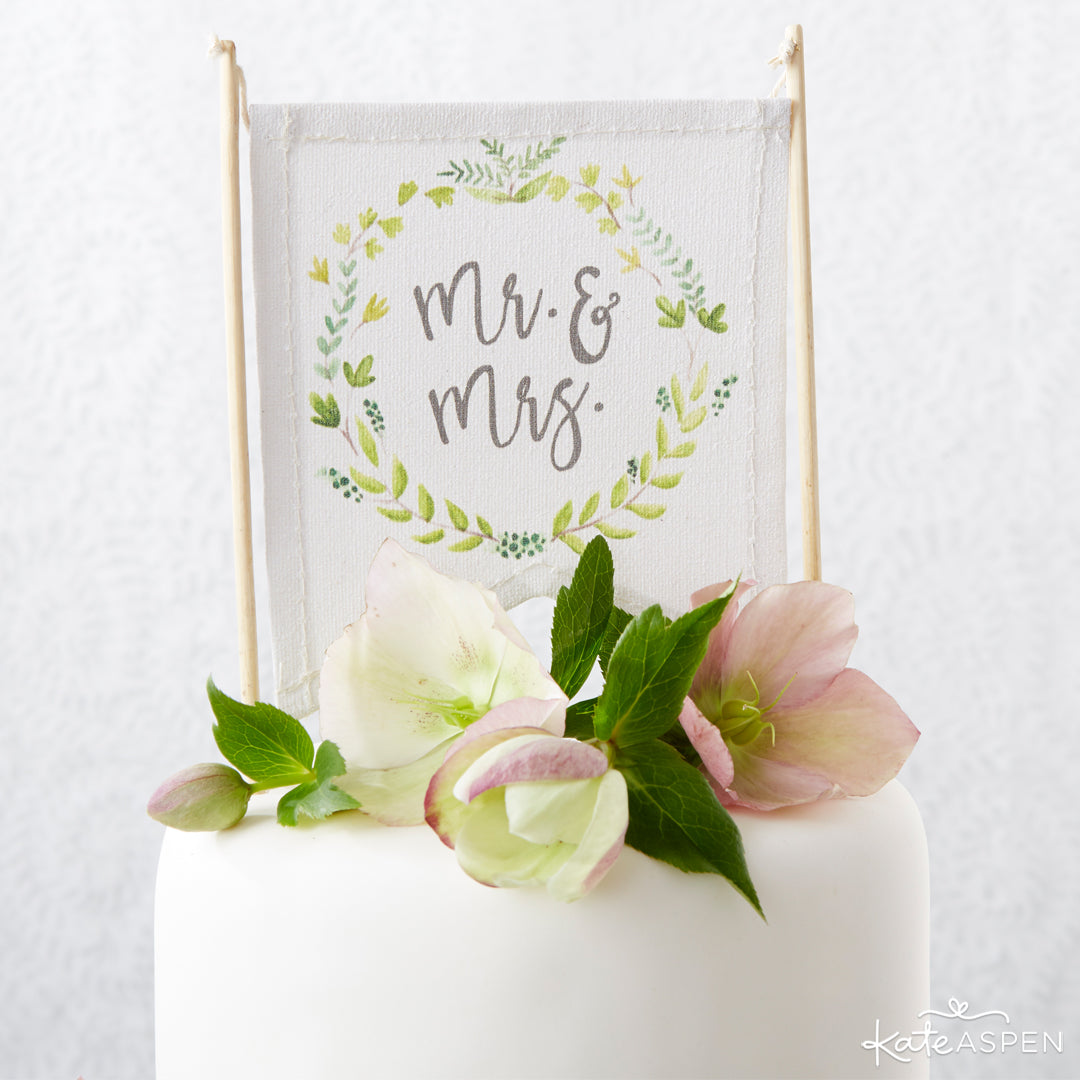 Botanical Cake Topper | 6 Budding Additions to Your Botanical Wedding | Kate Aspen