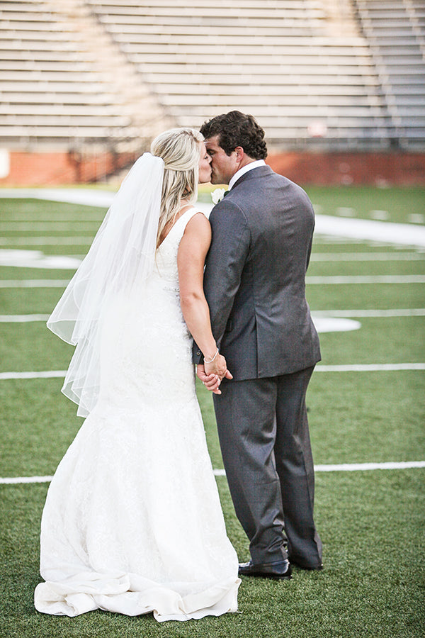 Bride and Groom Kiss | Wes Roberts Photography