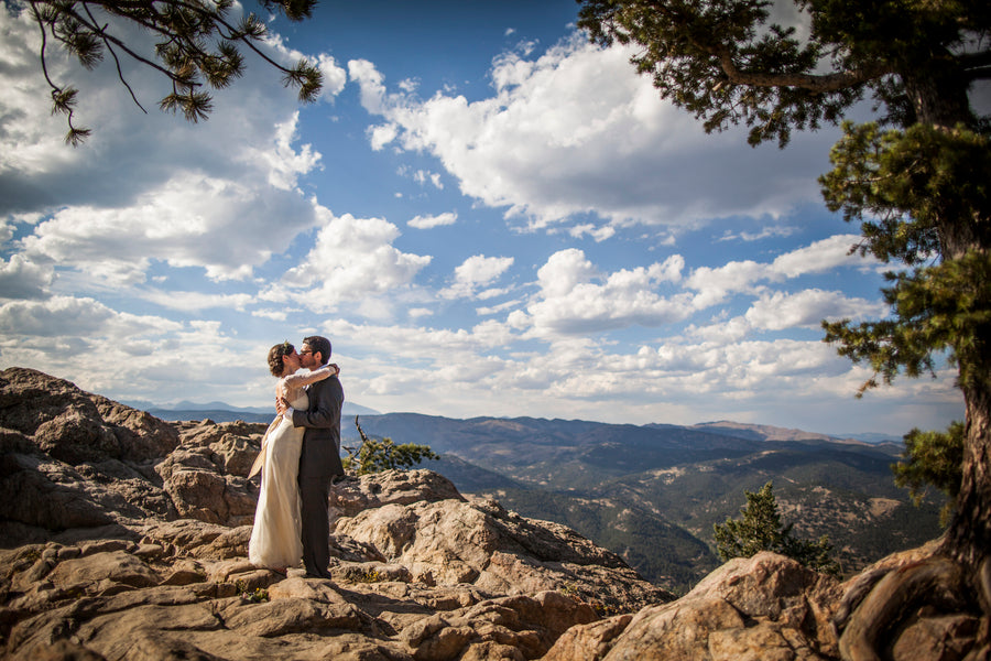 Bride and Groom With Gorgeous Mountain Backdrop | Colorado Wedding  | Katie Keighin Photography