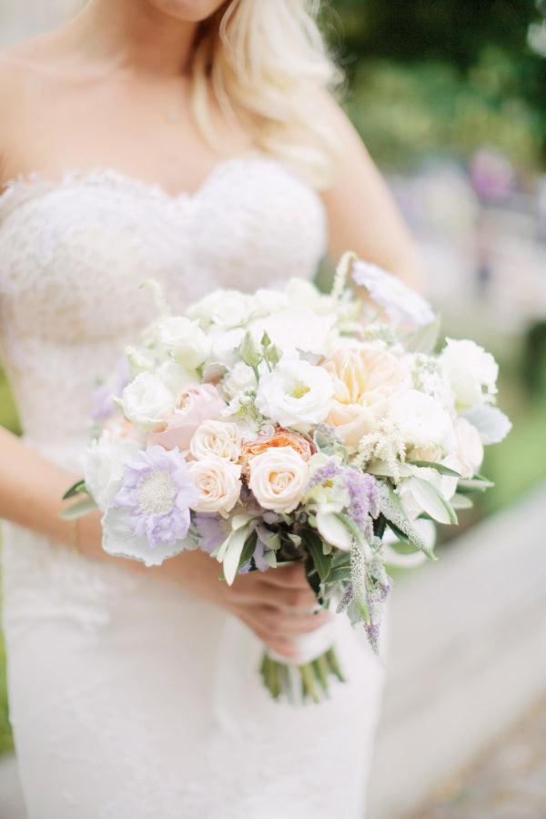 White and Pastel Bouquet | Summer Wedding in Prague | Photography: Stepan Vrzala