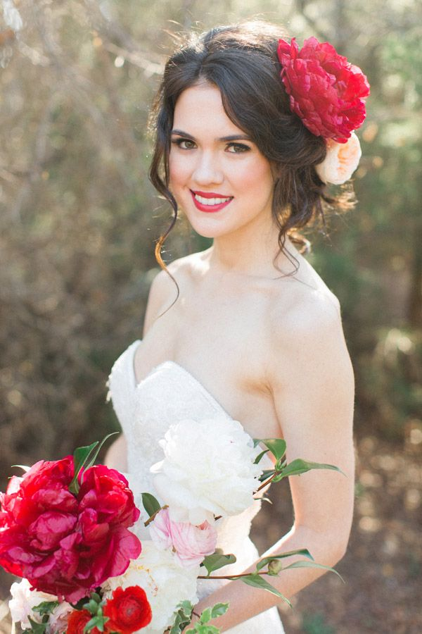 Bright Red Flowers in Bride's Hair | Red Bridal Bouquet | Allen Tsai