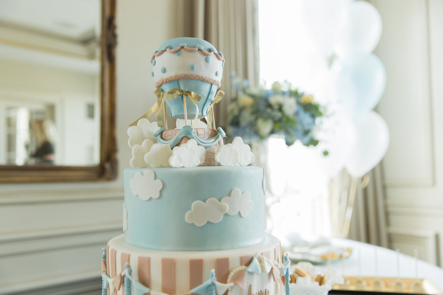 Cake Top | An Up Up & Away Baby Shower | Kate Aspen