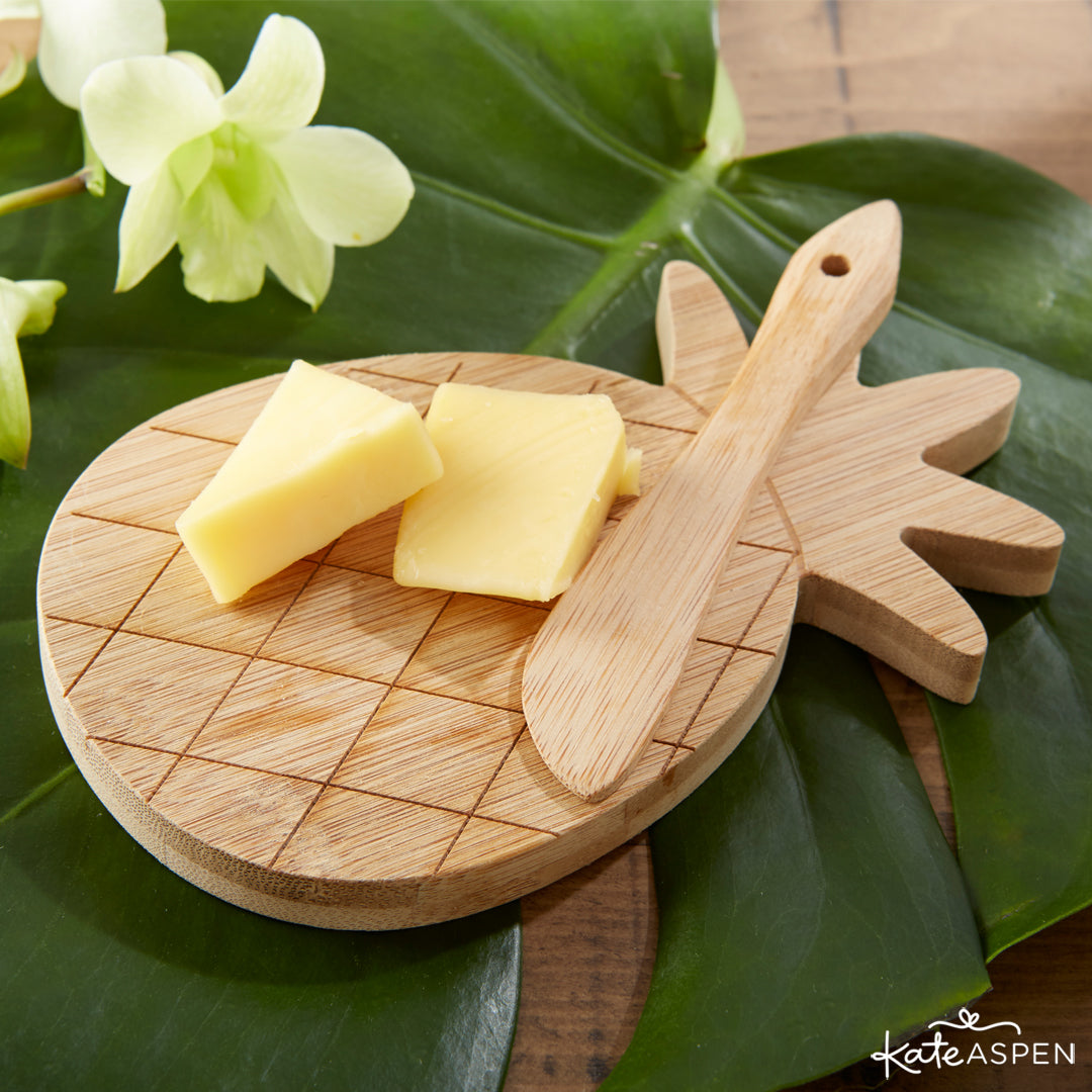 Pineapple Cheeseboard and Spreader | 7 Chic Favors for a Tropical Wedding | Kate Aspen