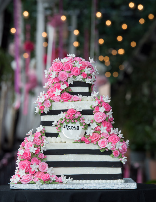 Bridal Shower Cake | Photography by Life In Reverie | Kate Aspen