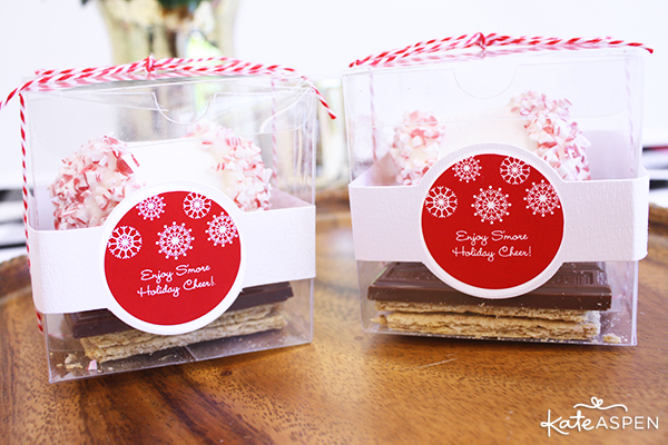 DIY Holiday Peppermint Smores Favors | @kateaspen | KateAspen.com