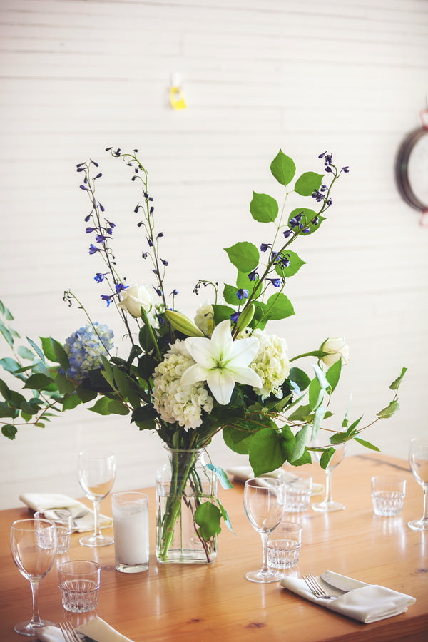 Simple organic centerpiece | Mark VanDonge Photography