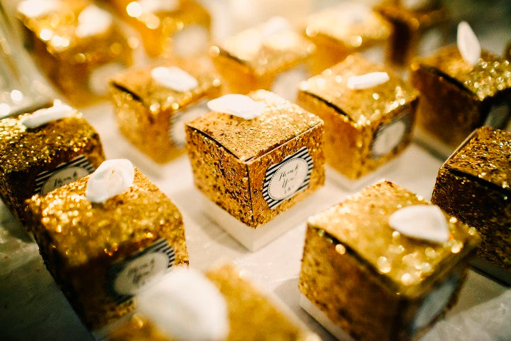 Kate Aspen gold glitter favor boxes | Derk's Works Photography