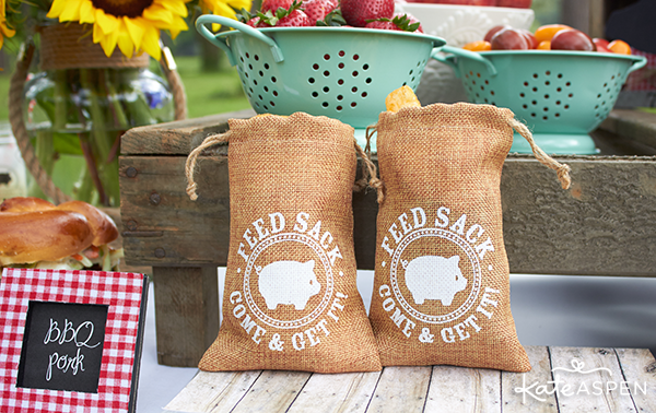 Burlap favor bags filled with potato chips