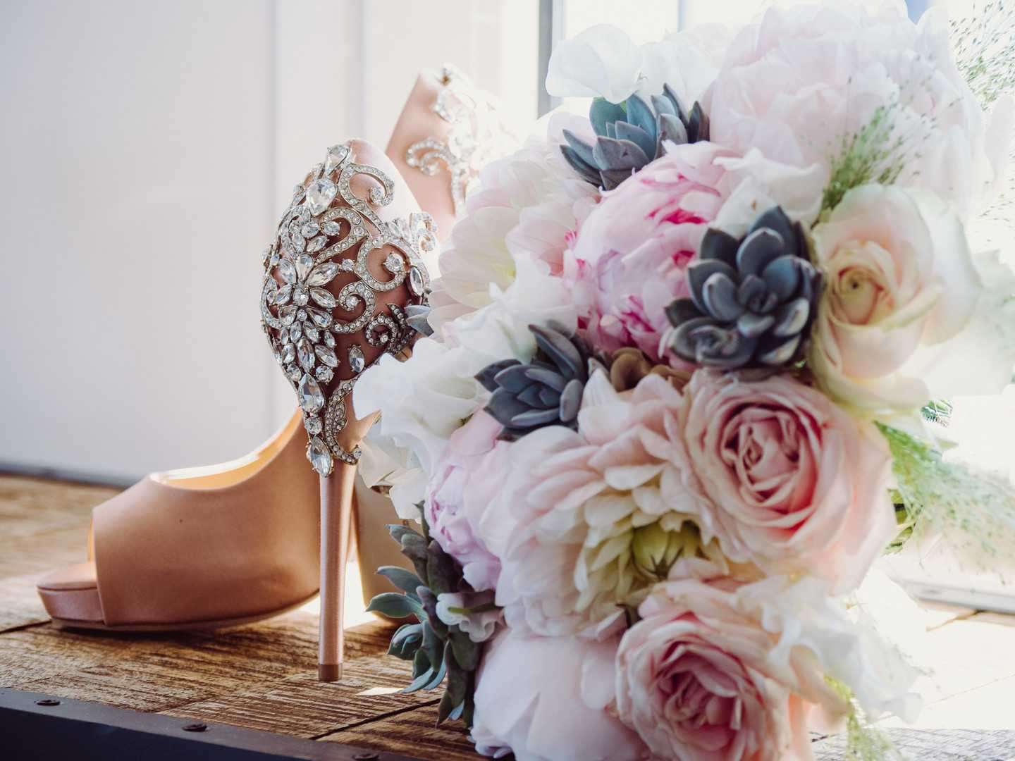 Heels and Bouquet | A Coastal Spanish Wedding in Costa Brava | Kate Aspen