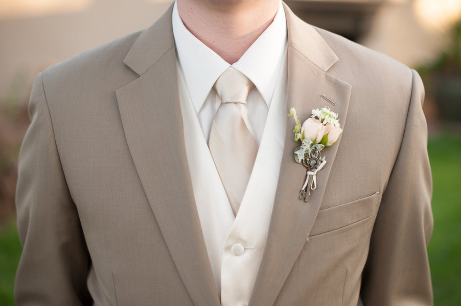 Groom's Boutonniere with Antique Key  | Gorgeous Garden Wedding Shoot | Leslie Ann Photography | @kateaspen