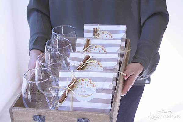 Holding Thanksgiving Favors on a Tray | @KateAspen