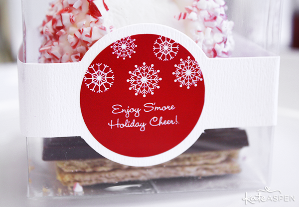 Personalized DIY Holiday Peppermint Smores | @kateaspen | KateAspen.com