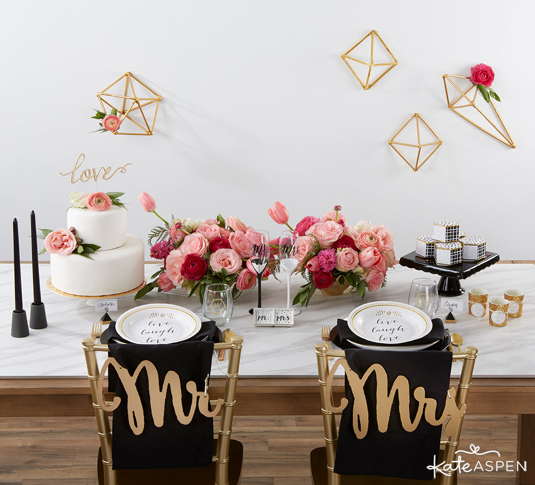 Modern Classic Tablescape | Ideas to Modernize Your Classic Wedding | Kate Aspen Blog