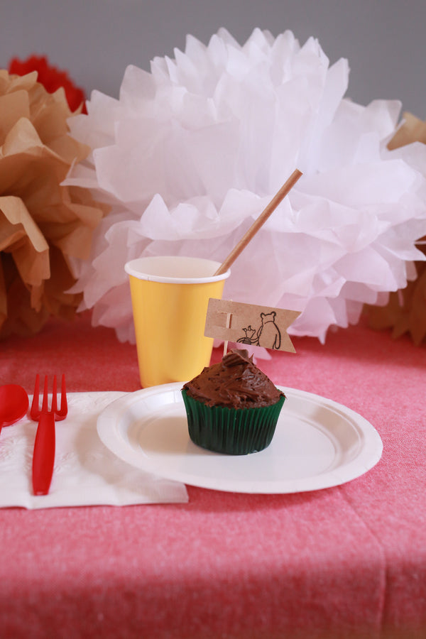 Place Setting with Cupcake| Winnie the Pooh First Birthday Party | Whit Meza Photography