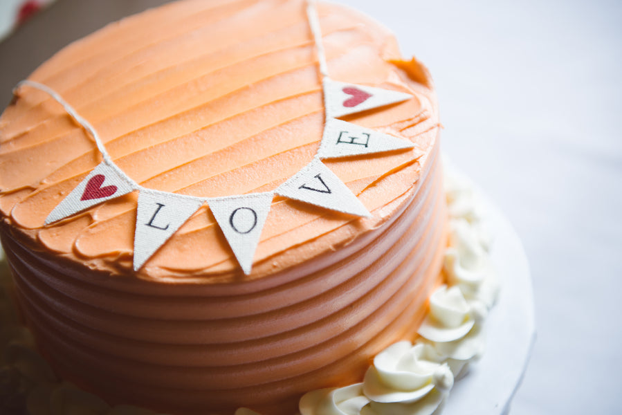 Orange Wedding Cake | Wedding Cake Banner | Modern and Whimsical Wedding | Mint, Orange, and Lemon Color Palette| Buffalo Wedding | Christina Laing Photography | Kate Aspen Blog