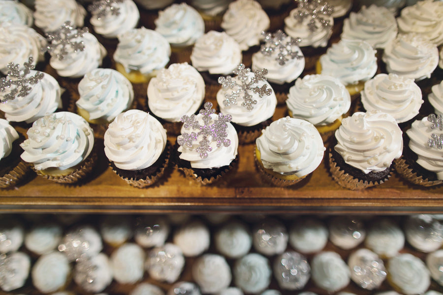 Snowflake Cupcakes | A Sparking Winter Wedding | Dana Widman Photography | Kate Aspen