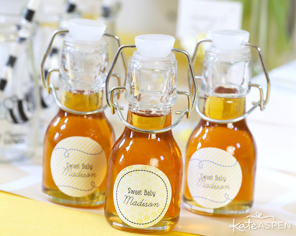 Swing Top Jars Filled With Honey | Honey Favors | Sweet As Can Bee Baby Shower by Kate Aspen | Photography & Styling: Pizzazzerie
