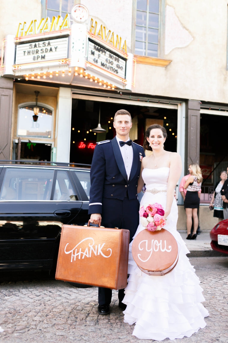 Vintage-Travel-Themed-Pink-and-Orange-Wedding_0035