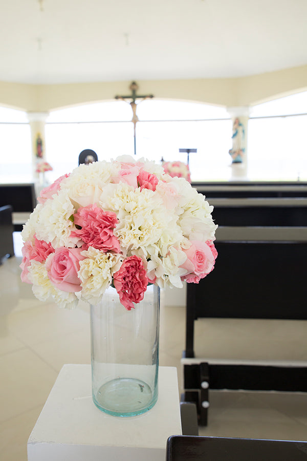 Blush and White Floral Arrangements | A Mexican Indian Fusion Wedding | Adrienne Fletcher Photography | @kateaspen