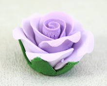 GUMPASTE ROSE W/ LEAVES MED. 8PC LAVENDER
