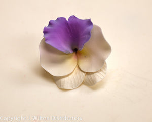 GUMPASTE PANSY SMALL 32PC LAVENDER
