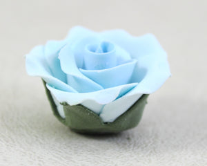 GUMPASTE ROSE W/ LEAVES MED. 8PC. PASTEL BLUE