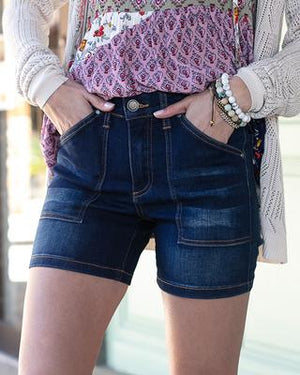 Patch pocket waist shaper shorts Dark Wash