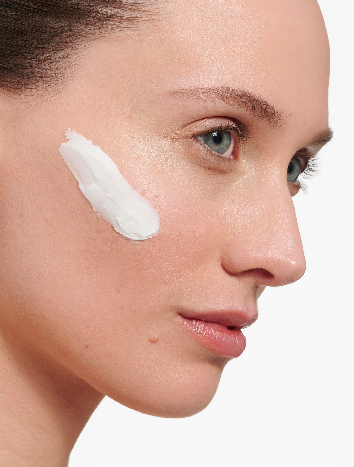 8 Reasons You Have Dry Skin on Your Face, and How to Treat It