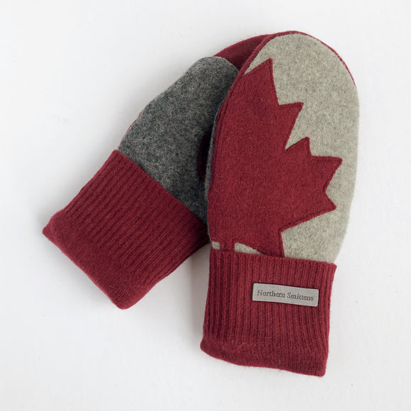 Small Canada Mittens