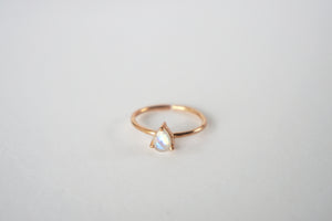 Primrose Ring - Rainbow Moonstone
