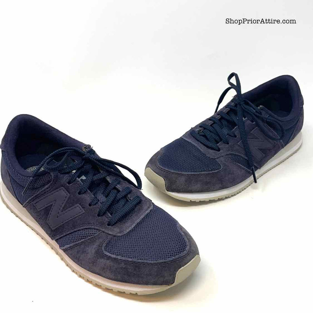 Size 6 NEW BALANCE Navy Navy Solid Sneakers