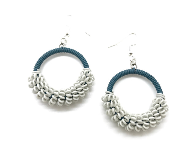 Telephone Wire Earring Round