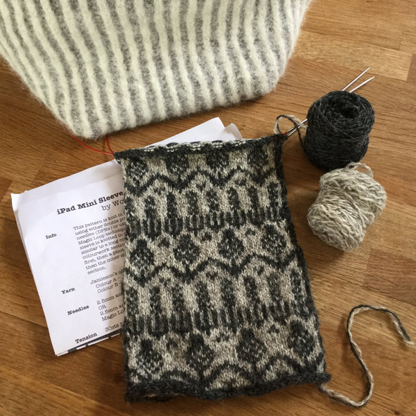 Scottish Wildflowers iPad Mini Sleeve Knitting Pattern