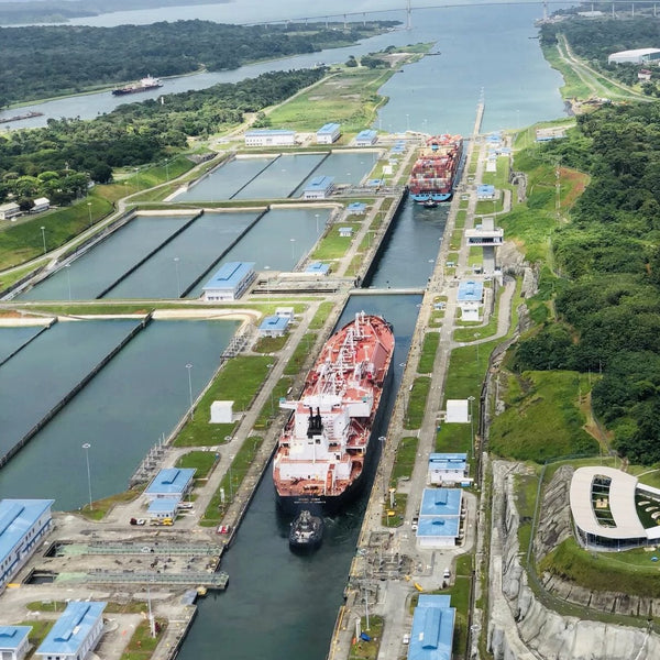 Panama canal and Contadora island day tour