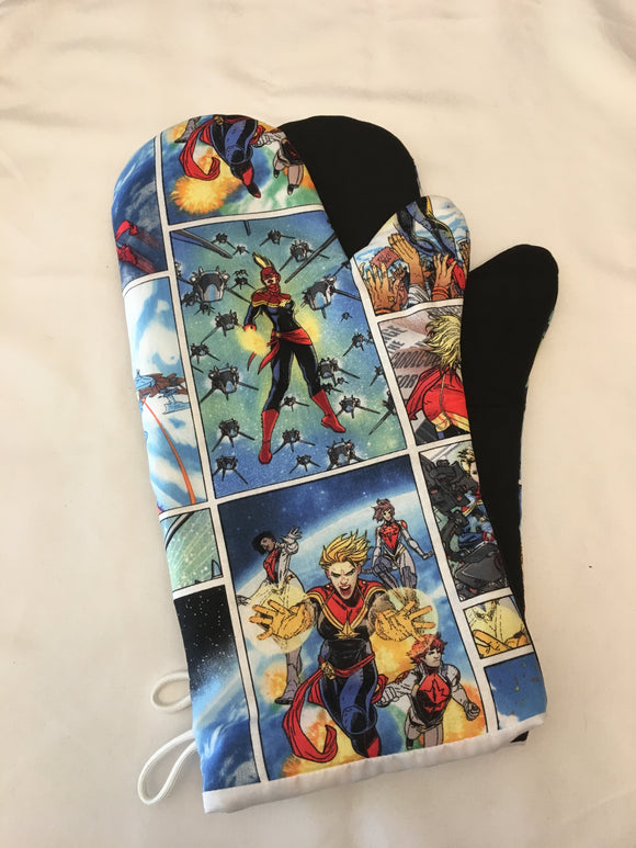 Oven mitts. Pop Culture. Captain Marvel.