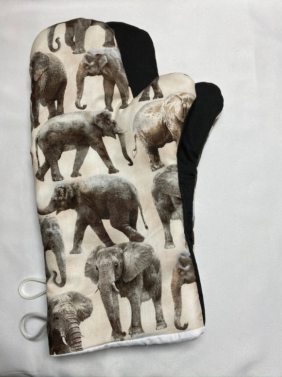 Oven mitts. Animals. Elephants.