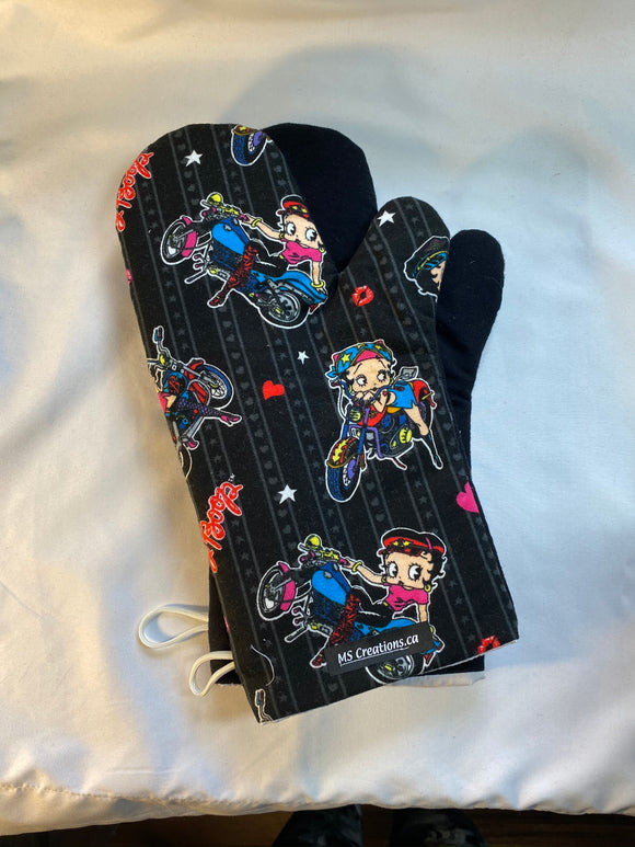 Oven mitts. Pop culture. Betty Boop.