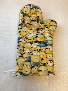 Oven mitts, Minions. A pair of Fully Funtional Oven gloves!