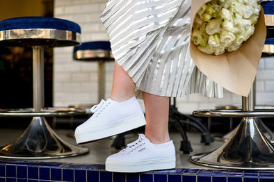 10 LOOKS CON ZAPATILLAS BLANCAS SUPERGA