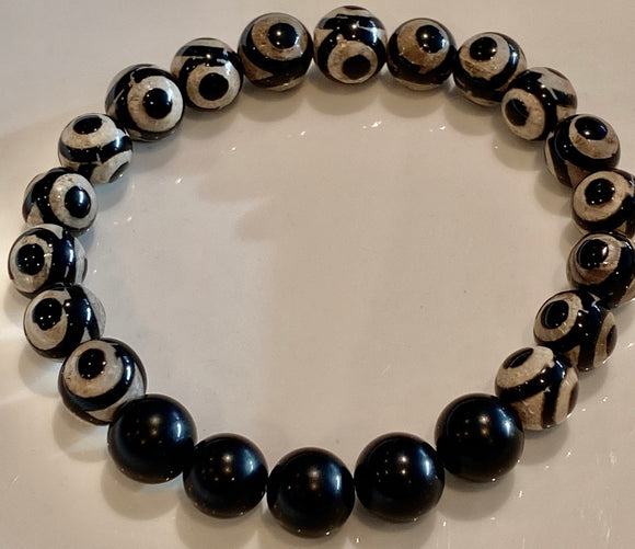 Black Eye Tibetan Agate and Onyx Bracelet