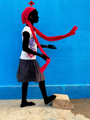 Le foulard Rouge ACT 2. Hand-painted (unique) photography, from The shadowed people series. By Saidou Dicko, a contemporary artist from Burkina Faso.
