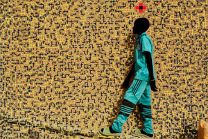 L'ENFANT BLEU, T JAUNE NOIR. Hand painted (unique) photography, from The shadowed people series. By Saidou Dicko, contemporary artist from Burkina Faso.
