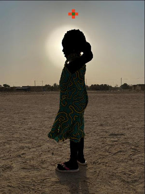 Le soleil éclaire mes nuits. Hand painted (unique) photography, from The shadowed people series. By Saidou Dicko, contemporary artist from Burkina Faso.