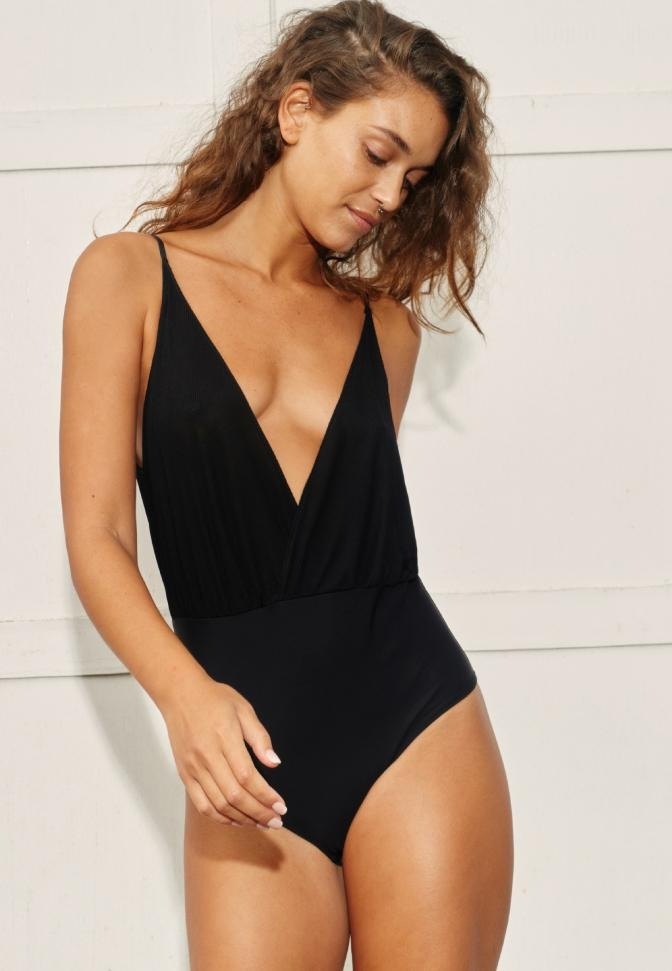 Body Deep V Black